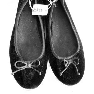 Old Navy velvet ballet flats NWT
